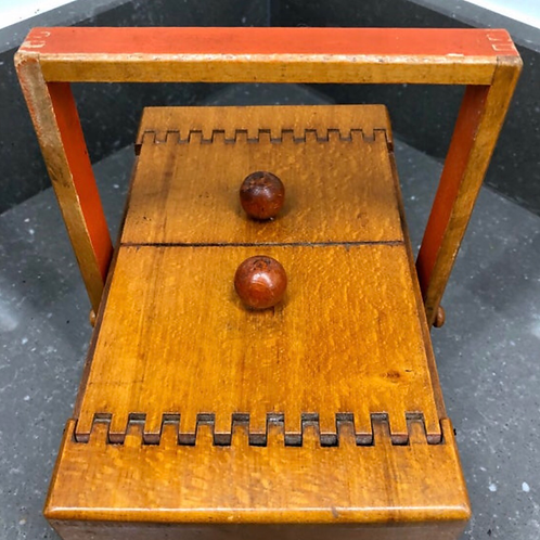 VINTAGE MIDCENTURY SMALL WOODEN SEWING BOX