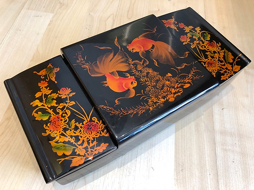 LARGE VINTAGE JAPANESE LACQUERED JEWELLERY BOX. Golden fish