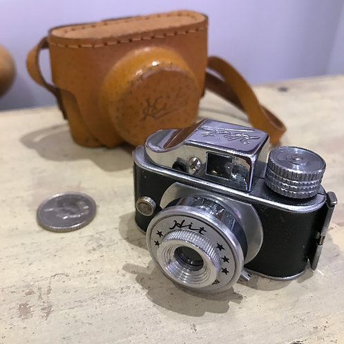 VINTAGE 1950s HIT SUBMINIATURE CAMERA AND CASE