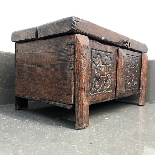 VINTAGE PRIMITIVELY HANDMADE WOODEN COFFER BOX