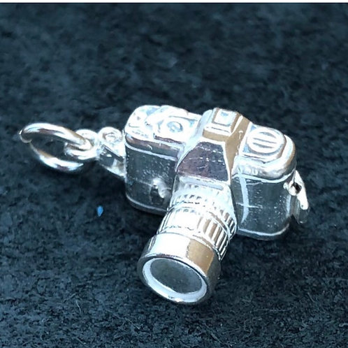 VINTAGE STERLING SILVER OPENING CAMERA CHARM