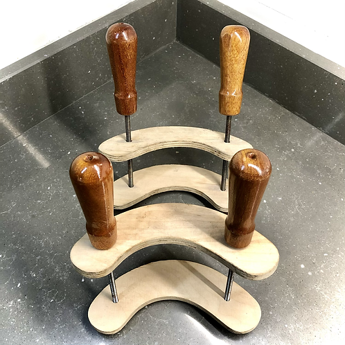 PAIR OF KIDNEY SHAPED CLAMPS