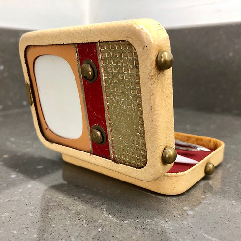 VINTAGE 1950s MINIATURE TV SHAPED MANICURE SET