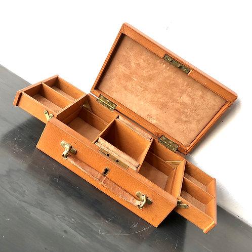 VINTAGE MIDCENTURY LEATHER SUITCASE JEWELLERY BOX