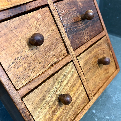 VINTAGE MINIATURE CHEST OF SIX DRAWERS