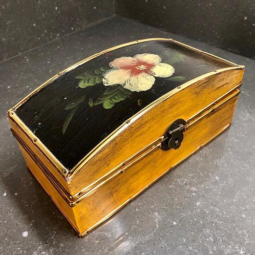 VINTAGE APPLES AND PEARS GALLERY TRINKET BOX