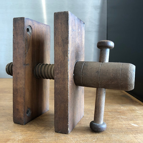 VINTAGE SMALL WOODEN VICE