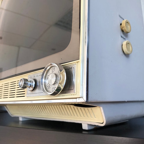 1978 SONY SOLID STATE TELEVISION