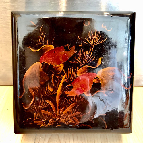 SMALL VINTAGE JAPANESE LACQUERED JEWELLERY BOX