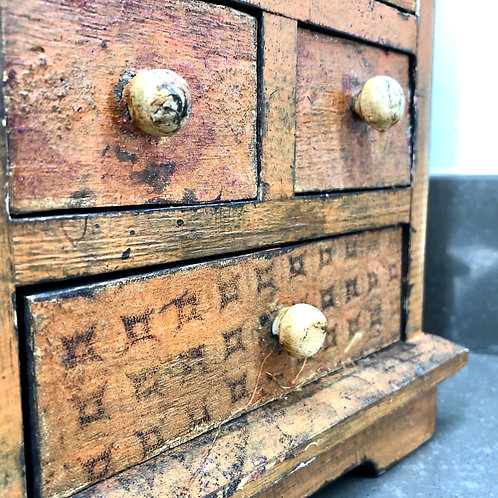 VINTAGE FOLK ART PRIMITIVE CHEST OF DRAWERS
