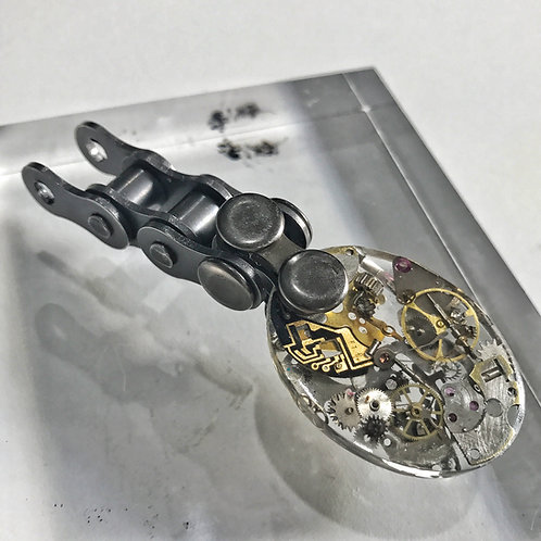 MOTORBIKE CHAIN RESIN OVAL PENDANT
