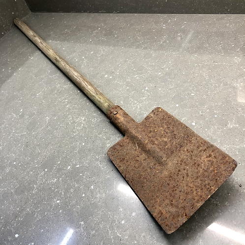 VINTAGE TOY SPADE. Rusty and primitive