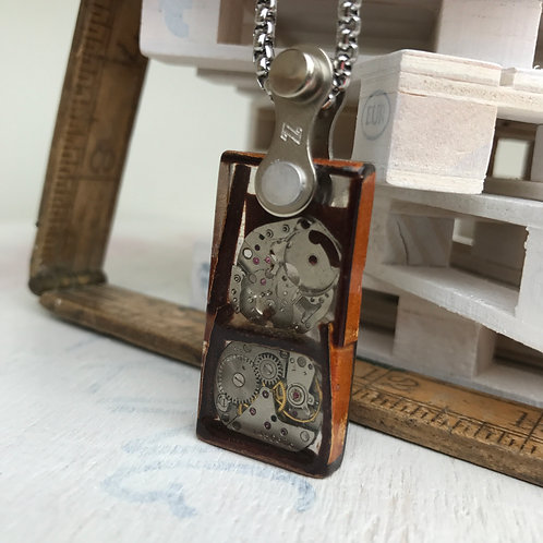 HANDMADE STEAMPUNK LARGE RECTANGLE RESIN PENDANT WITH BIKE CHAIN BALE