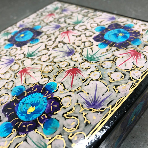 VINTAGE PAPER MACHE HAND PAINTED GIFT BOX