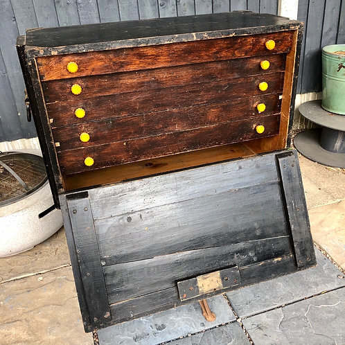 LARGE ENGINEER'S TOOLBOX WITH DRAWERS
