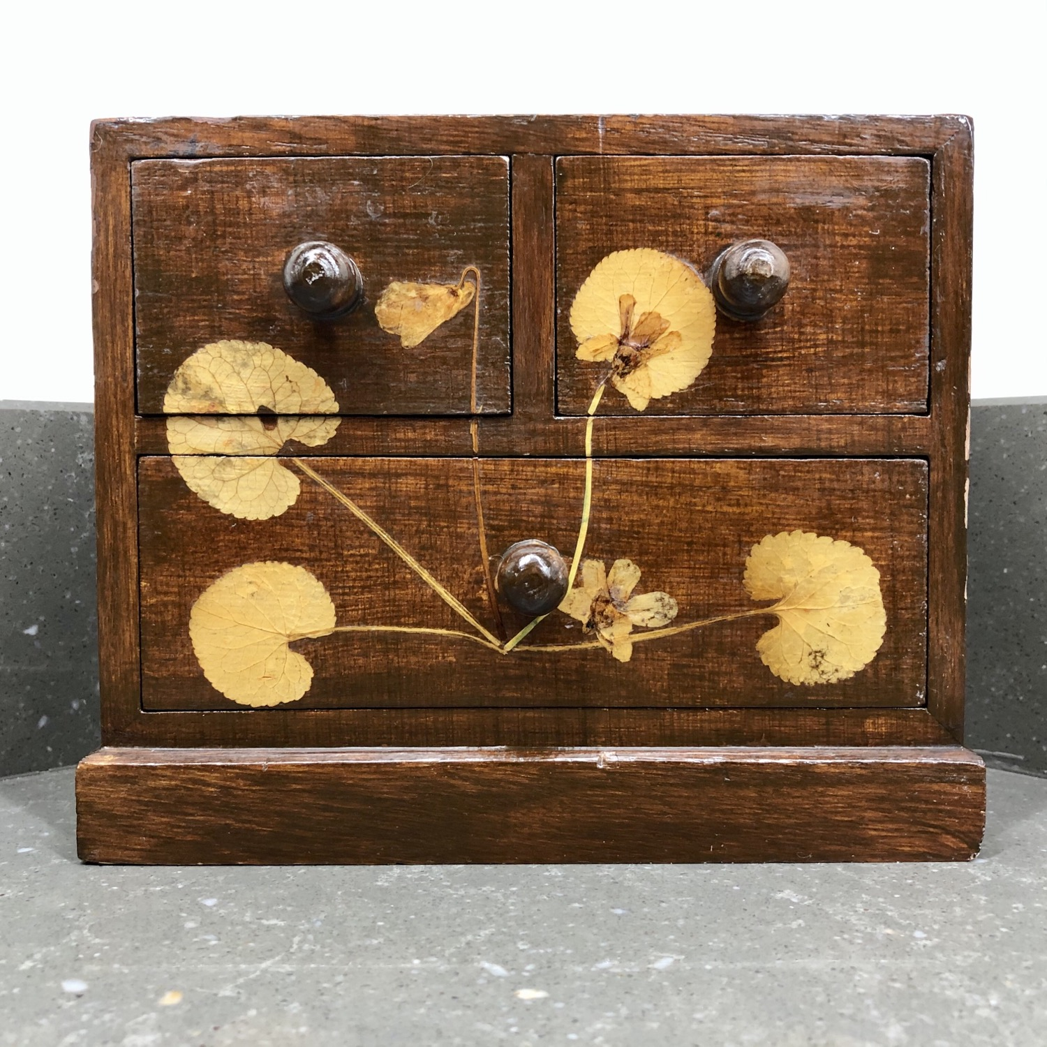 VINTAGE MINIATURE WOODEN CHEST WITH PRESSED FLOWERS