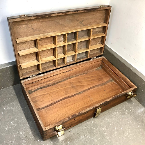 VINTAGE DOUBLE SIDED FISHING TACKLE BOX