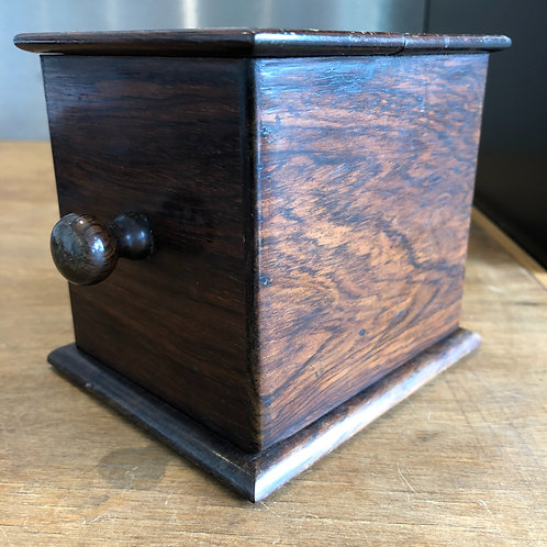 VINTAGE 1930s SMALL WOODEN CIGARETTE DISPENSER