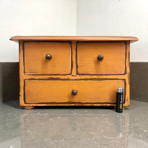 VINTAGE RUSTIC MINIATURE CHEST OF DRAWERS