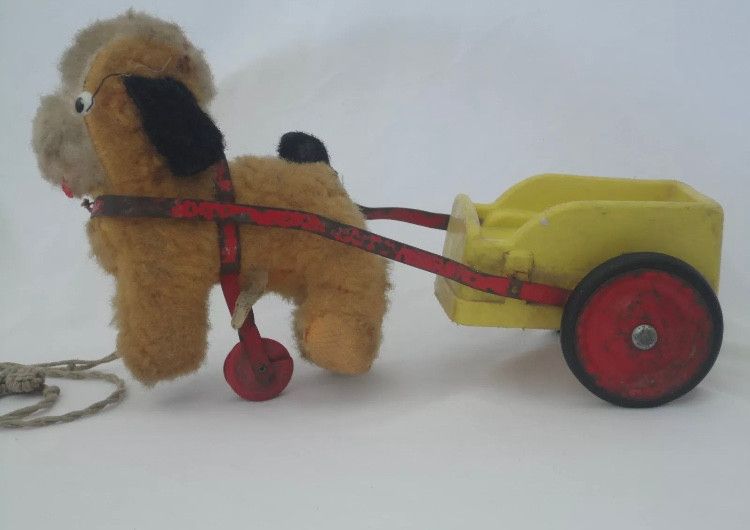 VINTAGE 1930s CHILTERN DOGGY TOY PULLING A DOG CARD