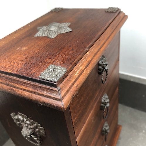 VINTAGE SMALL CHEST OF DRAWERS. APPRENTICE STYLE