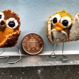 TINT HANDMADE FELT OWLS ON LEGS