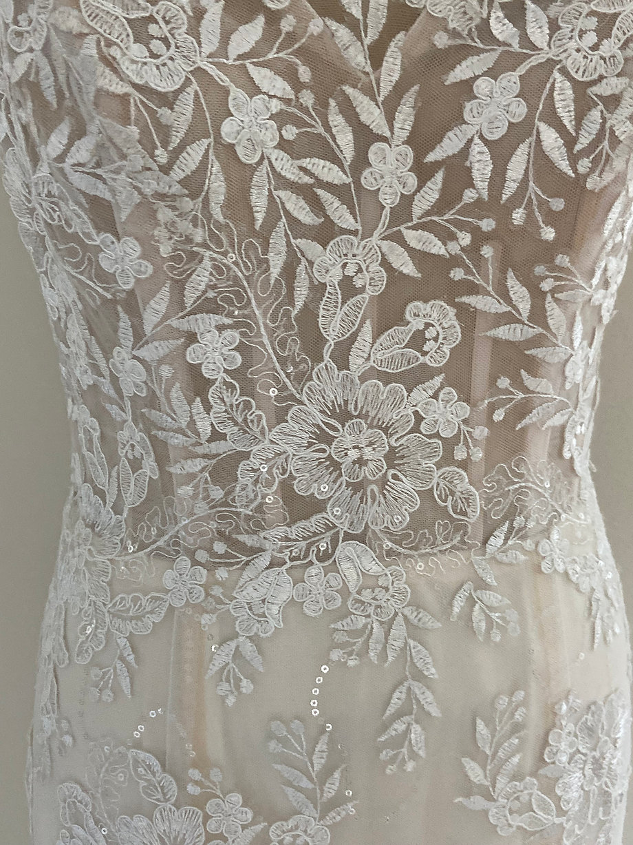 Mary Front Lace
