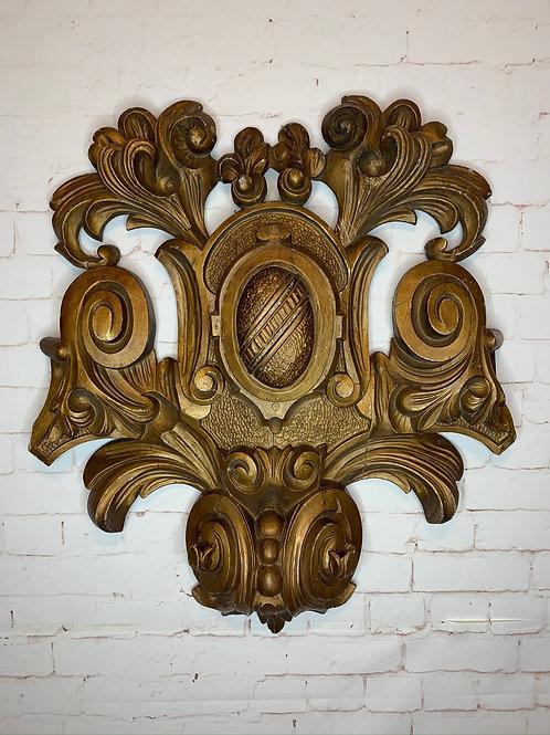 Grand médaillon sculpté/ Large carved medallion