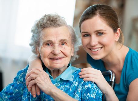 Jak przekonać Seniora do opiekuna? Jak wprowadzić nową osobę?