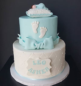 Love this perfect and adorable cake for