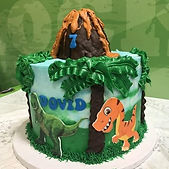 Dinosaur cake! Swipe 👉 to see the adora