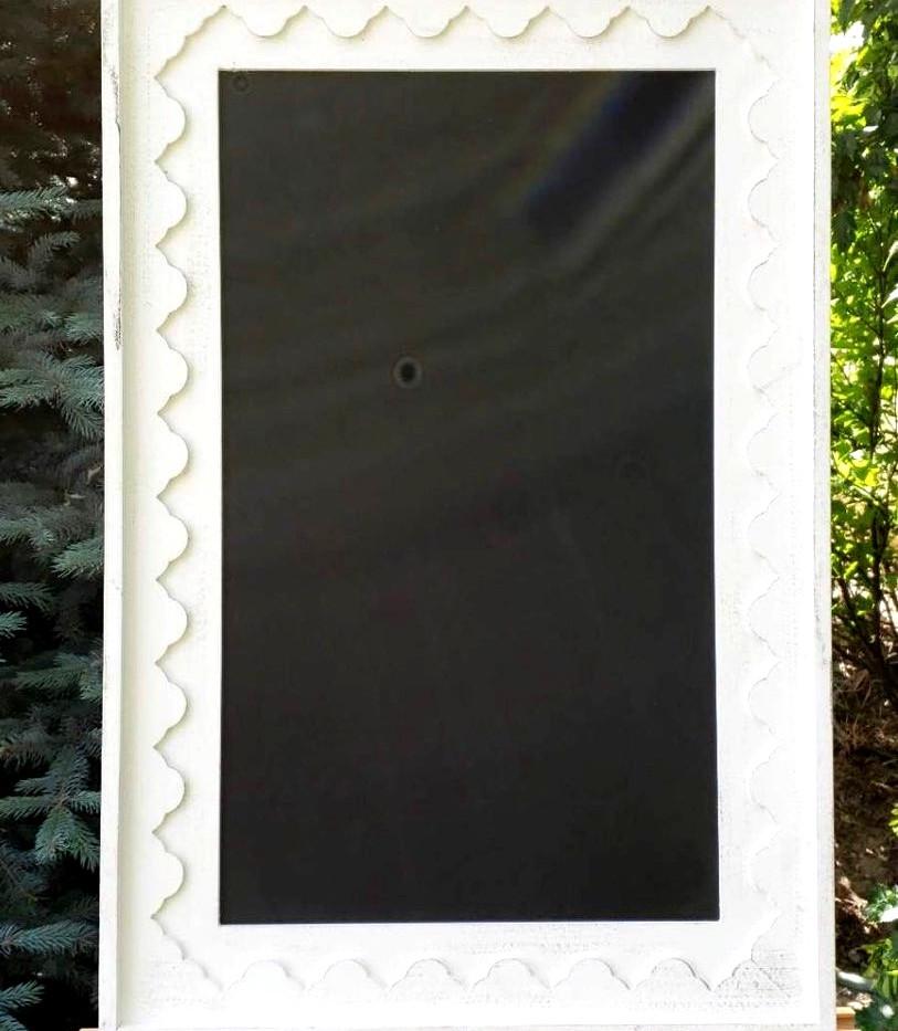 White Scalloped Edge Chalkboard_edited_e