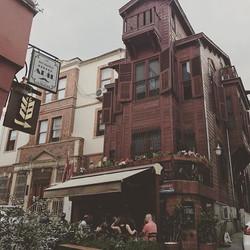 Repost from _iremsahinseles _ Olaylar Francalacı Sokak'ta gelişiyordu