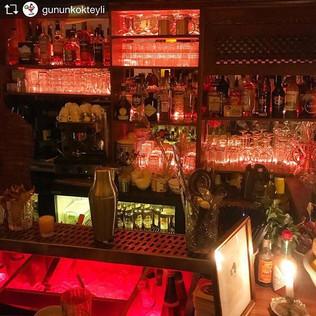 Repost from _gununkokteyli _TopRankRepost #TopRankRepost Arnavutkoy'un ara sokaklarinda kucuk ve keyifli bir kokteyl bar icin Fotini'yi bulu