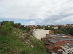 Vizinha dos bairros Vilas do Atlântico e Praia de Ipitanga (bairros considerados nobres), a comunidade Lagoa dos Patos é socialmente classificada como vulnerável.