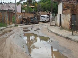 Os transtornos causados pela chuva corriqueiramente impede o translado a escola.
