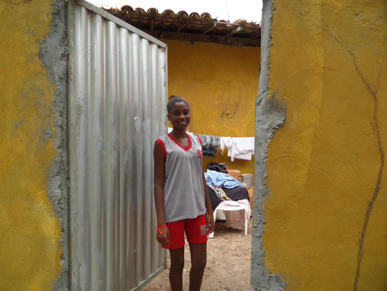Grade parte das famílias vivem em moradias de aluguel, contando principalmente com o apoio do programa social Bolsa Família.