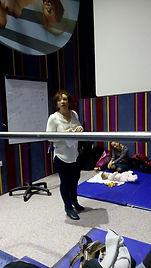 דיאנה גילברט בהרצאה במסגרת מרכז אמהות סינמה סיטי ירושלים