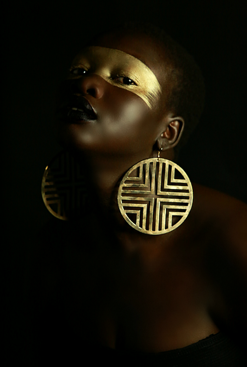 gold editorial makeup fashion photography melanin beauty nicole giergiel