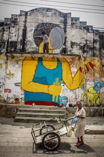 """""""Primero los Nativos, despues los Turistas"""" - 2013- Cartagena de Indias- Colombia. Calle de El Espiritu Santo. Barrio Getsemani."""