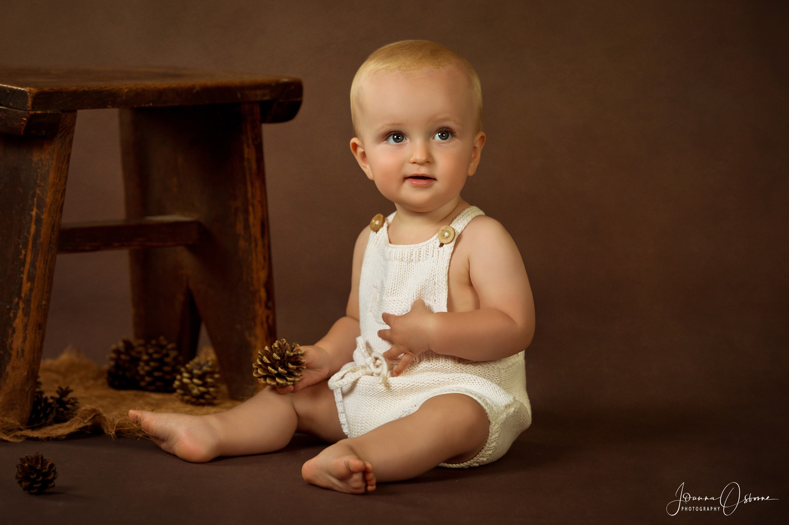 Cotswolds baby photographer based in malmesbury covering wiltshire gloucestershire and the cotswolds