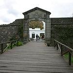 Puerta-ciudadela-colonia.jpg