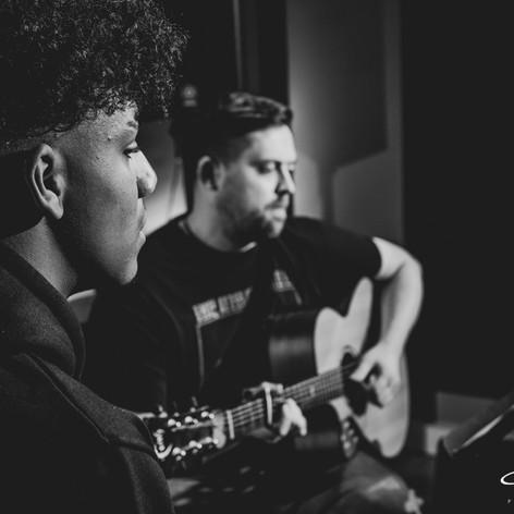 Kaci Brookz acoustic image from Nu Wave Lounge