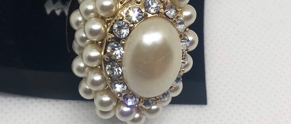 Beautiful Pearl and Crystal Dome Elasticated Ring