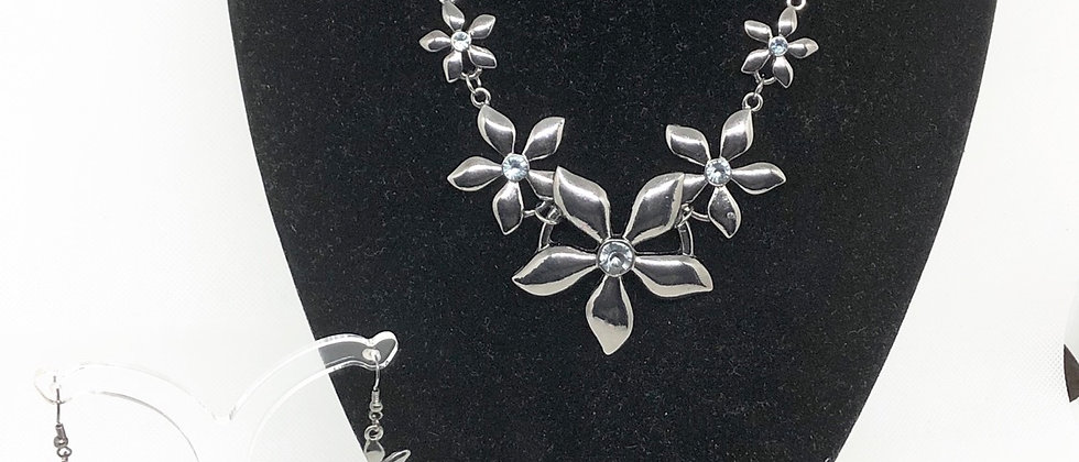 Gorgeous Flower Diamanté  Crystal Necklace and Earring Set
