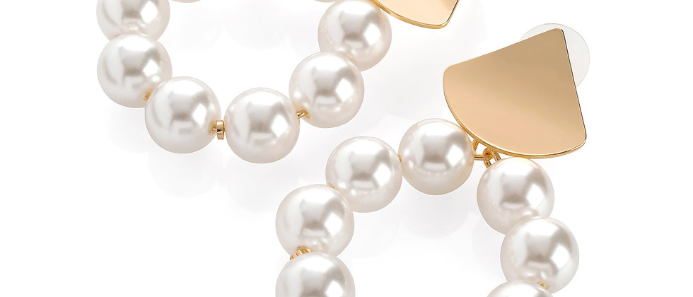 Gold colour white pearl effect round earring.