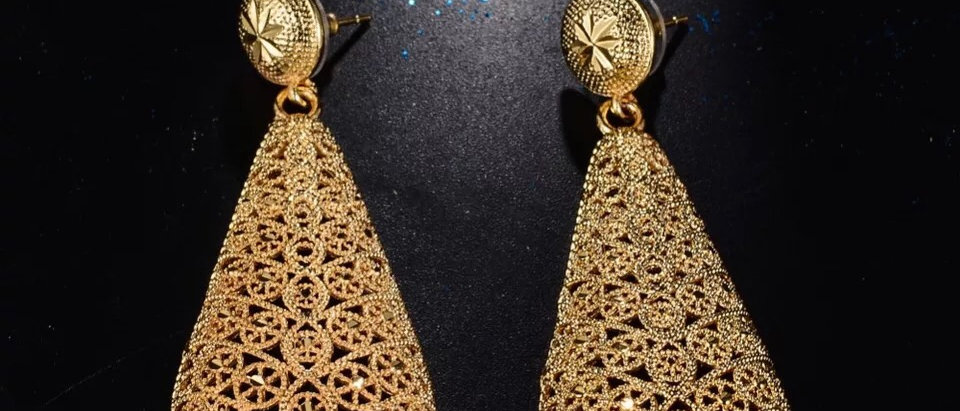 Gorgeous 18k Plated  Gold Drop Earring
