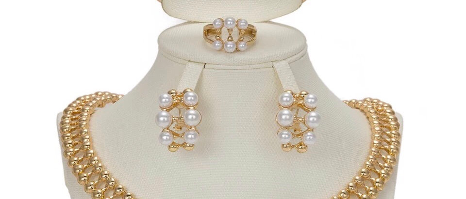 Fashionable Pearl Gold Plated Jewellery Set