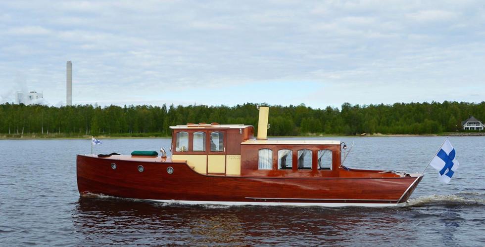 """1. """"Unelma"""" JB- Salongsbåt/ Salonkivene/ Motorcruiser"""