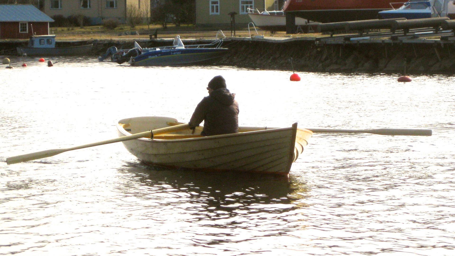 8. Roddbåt